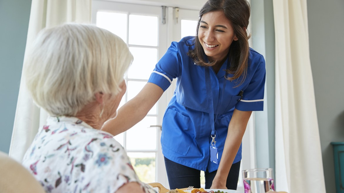 5 Must-Have Traits of a Great Professional Caregiver that You Must Look For