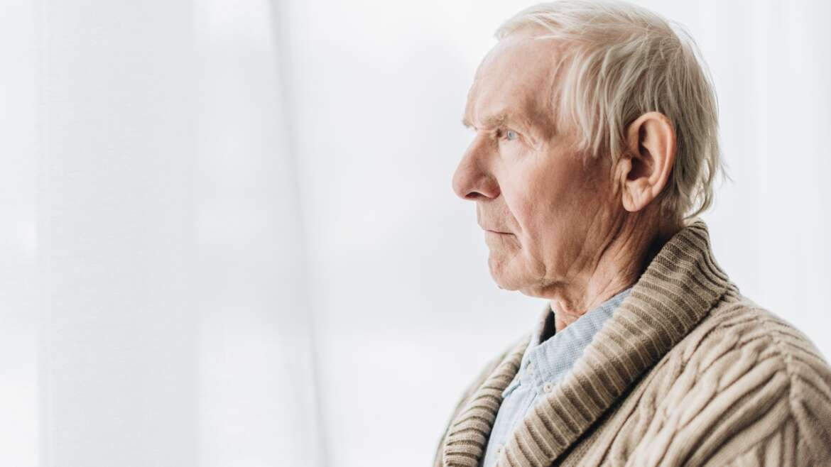 Supporting Seniors with Dementia: 5 Tips